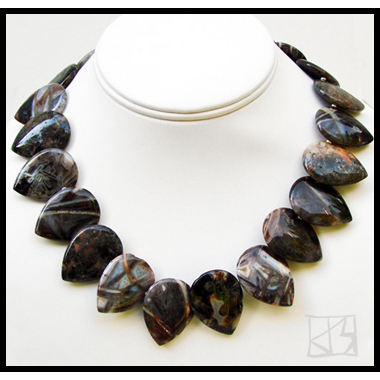 CRYSTALLINE NEEDLE AGATE DROP PETAL CHOKER NECKLACE